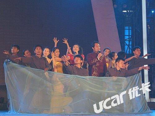 《铁道游击队》主题歌演唱者吴侃、青年歌手孟琳 合唱《弹起我心爱的