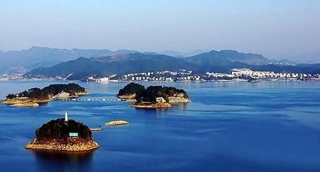 位于中国浙江杭州西郊淳安县境内的千岛湖